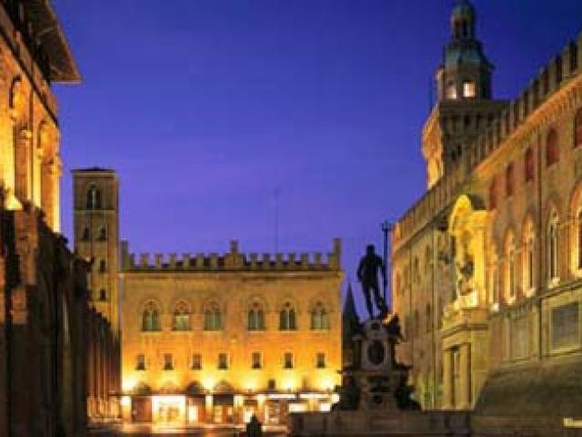 Su per le antiche strade di Bologna
