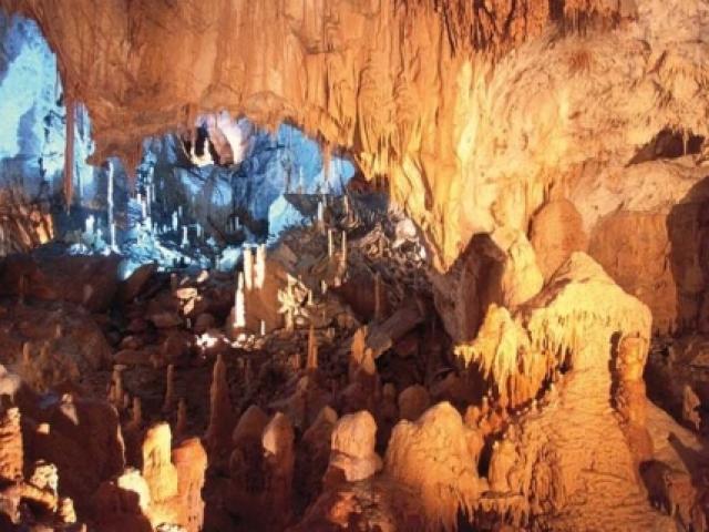 Le Grotte di Frasassi: scoprire le Marche più autentiche