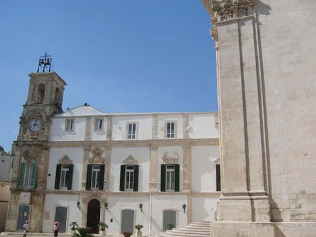 Martina Franca - un bianco percorso  barocco