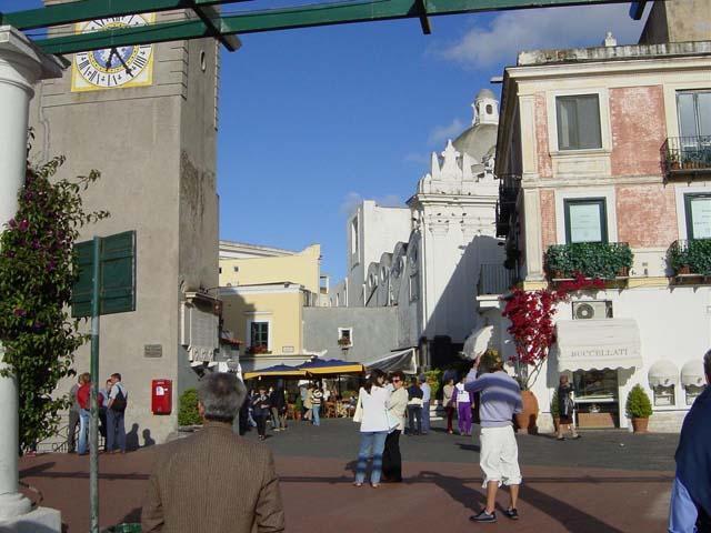 A Capri, isola-mito per eccellenza, in cerca di cultura, shopping e mondanità