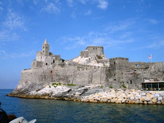 Portovenere: su per le antiche scale del borgo
