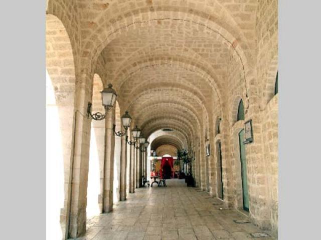 Nel centro storico di Fasano tra monumenti, chiese e candidi palazzi