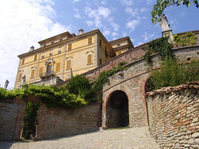 Cantine, castelli e accampamenti a Canelli