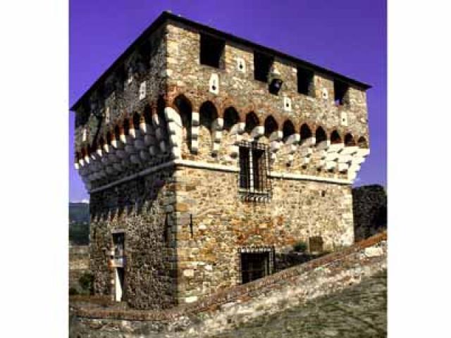 L'imponente Fortezza di Sarzanello