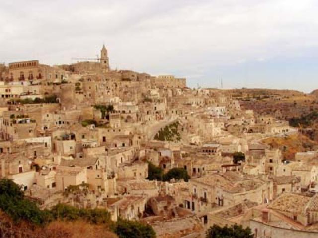 Matera: turismo tra Sassi e falchi