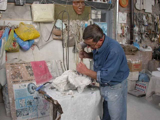Pietrasanta: la città degli artisti-artigiani