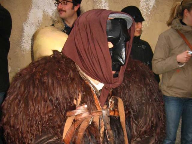 Mamuthones: le antiche maschere in legno di Mamoiada