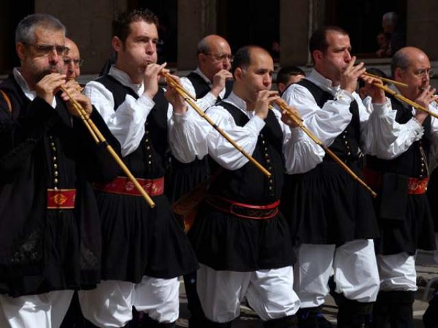 E' il magico suono delle launeddas che accompagna le tradizionali danze sarde