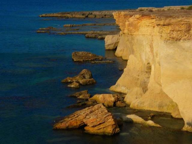 Diving nell'Area Marina Plemmirio tra grotte e coralli