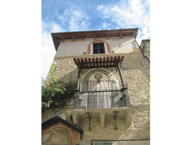 Tracce di fortificazioni medievali a Cortemilia