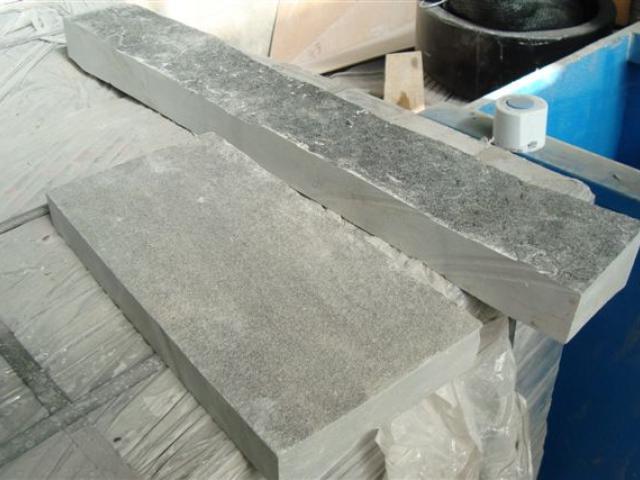 Con la pietra di Carniglia l'artigianato assume riflessi argentei