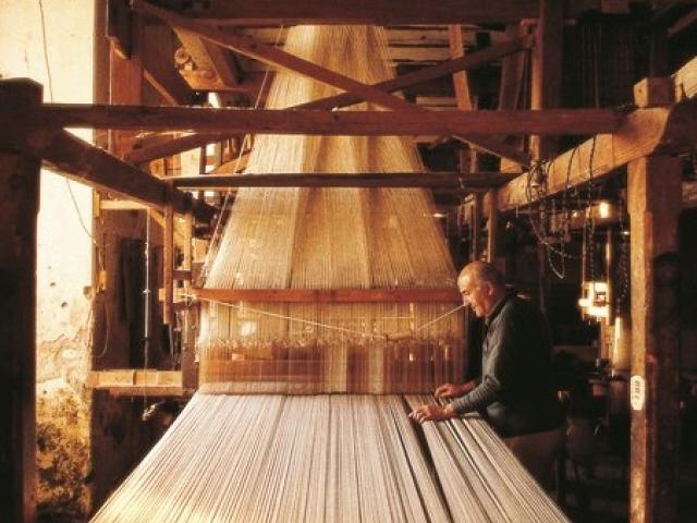 Lavorazione tessile nell'udinese