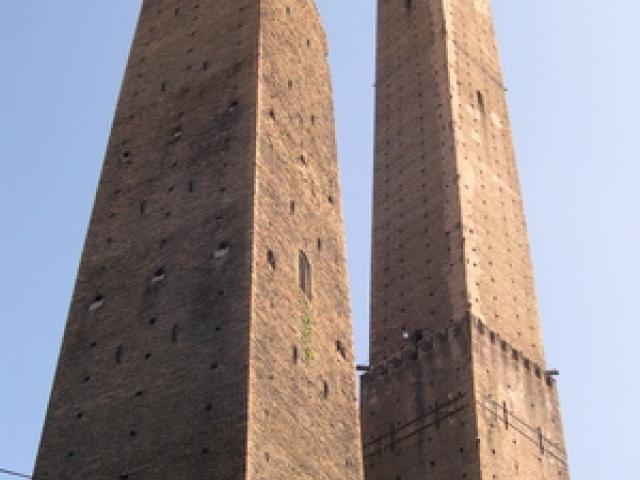 Le due Torri di Bologna: degli Asinelli e Garisenda