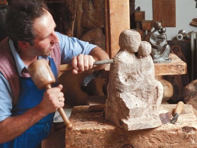 L'artigiano ebanista e l'intarsiatore