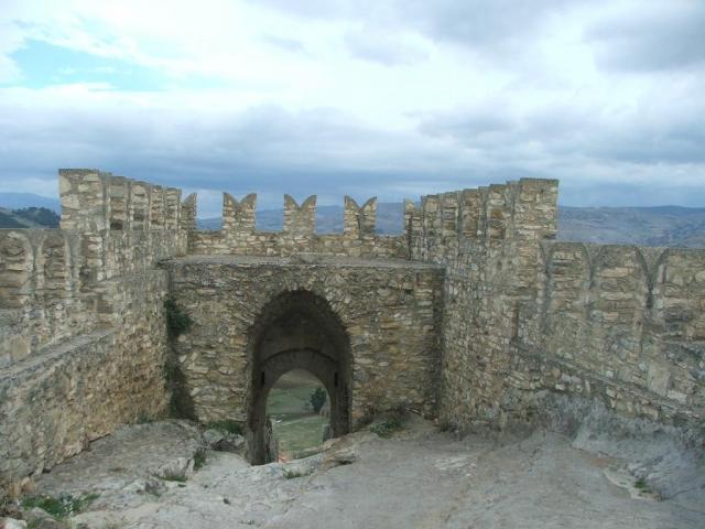 Sperlinga e il suo castello