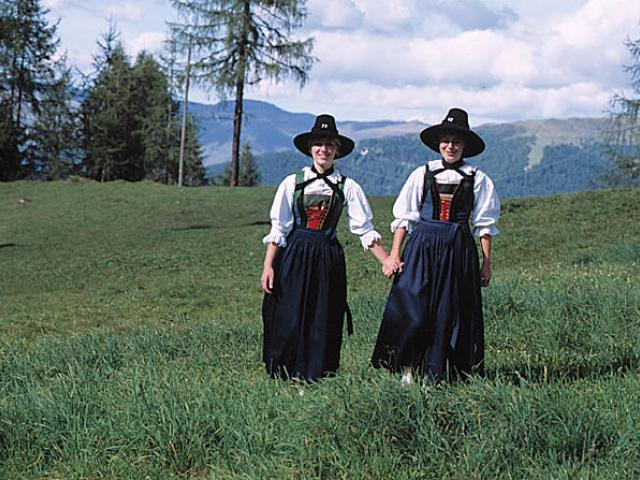 I Lederhosen: moda tirolese