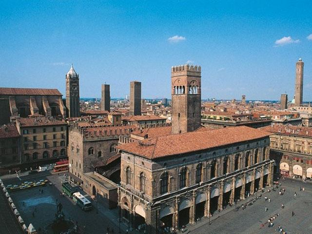 Palazzo del Podestà e Torre degli Asinelli - Bologna