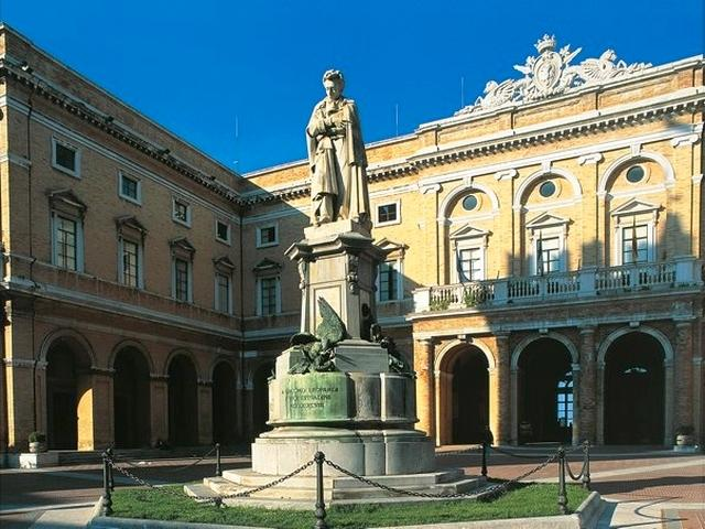 Piazza Giacomo Leopardi - Recanati
