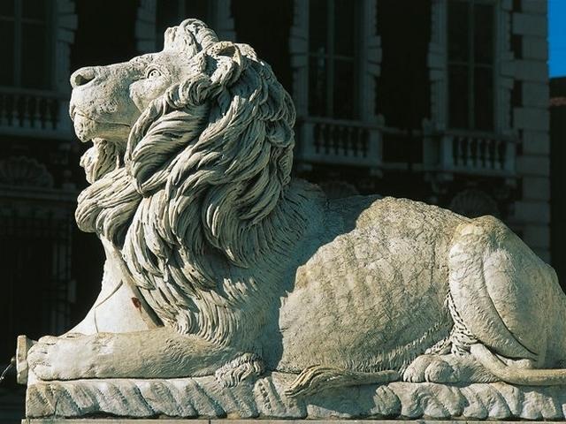 Leone di marmo