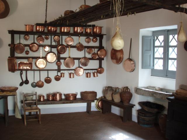cucina della casa di Grazia Deledda