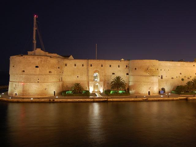 Taranto di notte