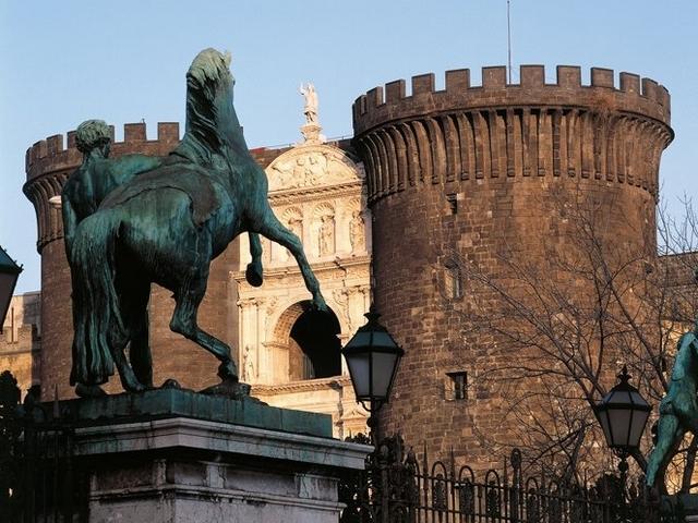 Napoli - Arco e Torri del Maschio Angioino