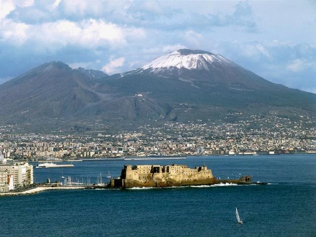 Napoli - Vesuvio e Castel dell'Ovo