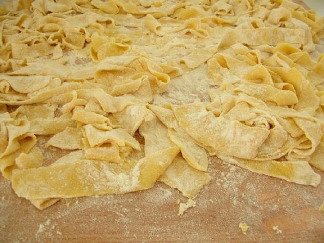 Lasagnette al ragù di astice e ortaggi su crema di patate e vellutata di verdurine