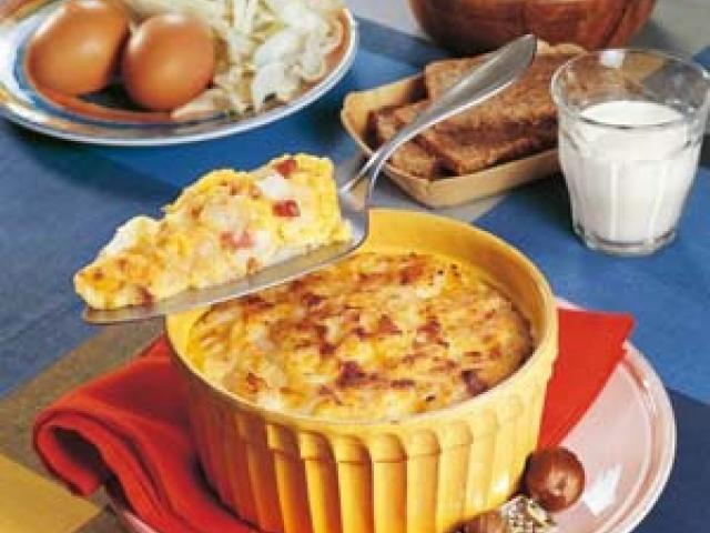 Sformato di patate, zucchine e salmone con crema di parmigiano