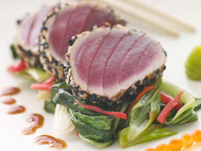 Medaglioni di tonno con spinaci e crescenza