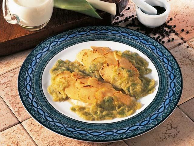 Filetto di Orata con porcini e pachino in crosta di patate