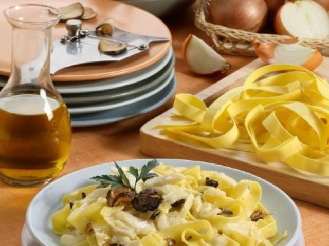 Tagliatelle al burro di panna e tartufo