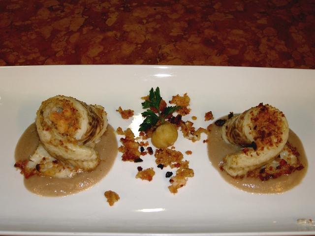 Rose di branzino gratinate con gamberi e castagne e la sua crema