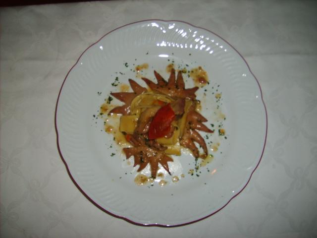 Pappardelle di pasta fresca con ragù di creste di pollastra