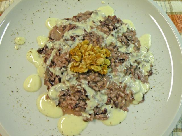 Risotto al Trevigiano con fonduta di gorgonzola e noci