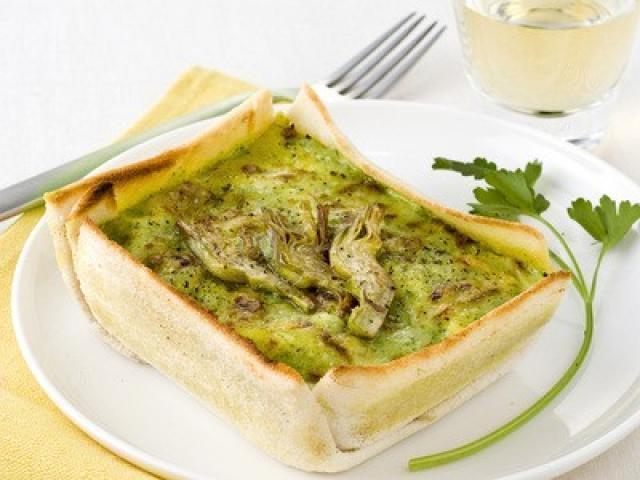 Zuppa di carciofi in crosta
