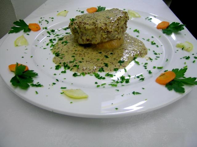 Filetto di manzo in crema di senape a l'ancienne