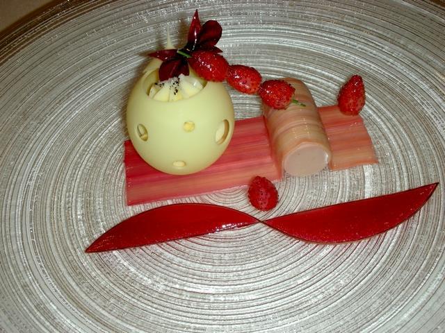 Mousse al cioccolato bianco con fragoline di bosco e vaniglia
