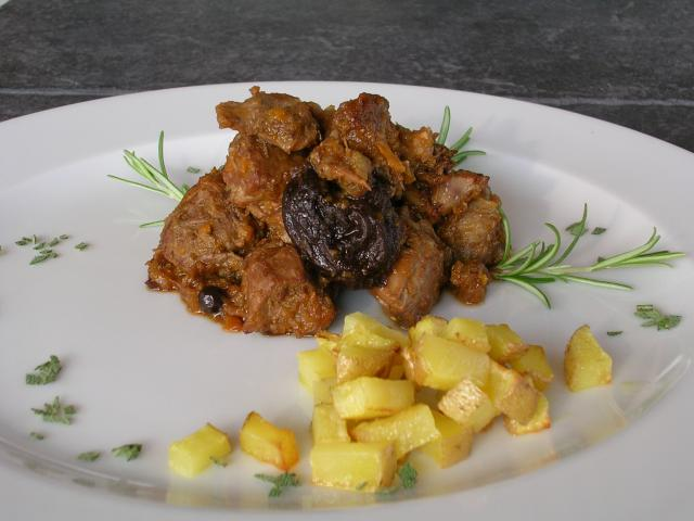 Cinghiale alle prugne