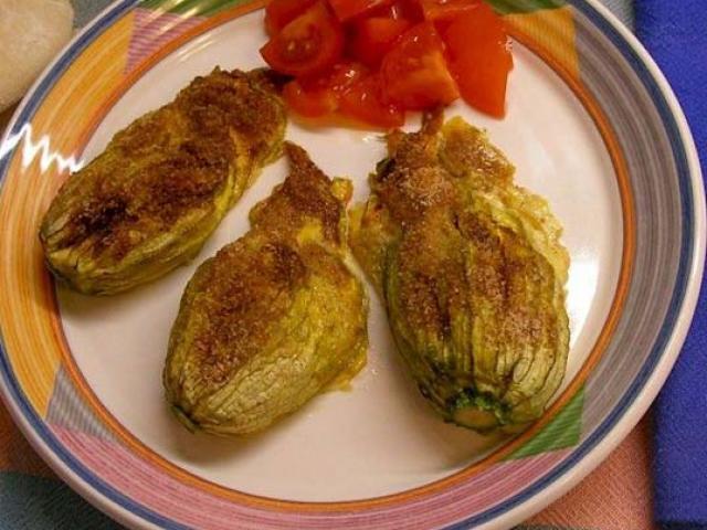 Fiori di zucchina ripieni di storione e crema di zucca