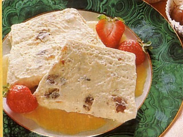 Semifreddo ai marron glacé con salsa di cachi
