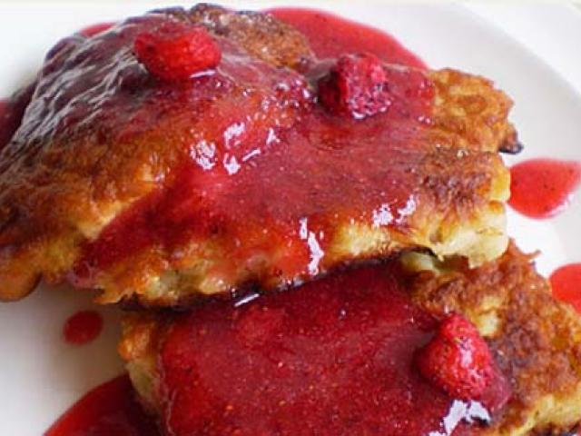 Frittelle di mele e confettura di mirtilli