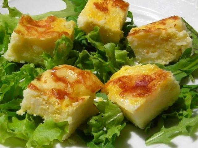 Tortino di patate con insalata di cicoriette e pancetta