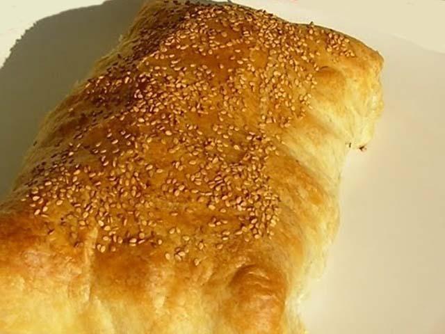 Strudel di formaggi con fonduta tartufata