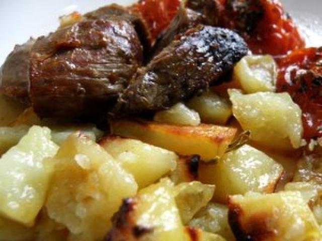 Agnello al forno con patate arraganate