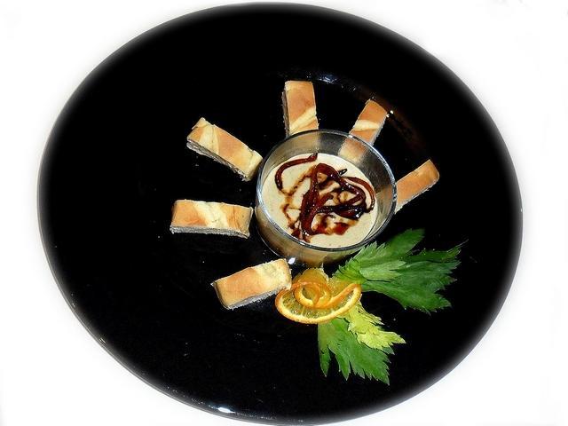 Compressione paté di fegatini con crema ai porcini e scorzette di arancia caramellate