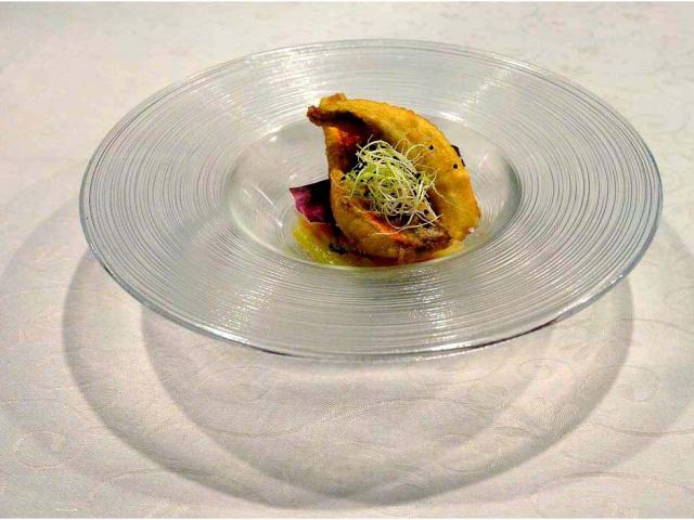 Filetti di gallinella in fritto croccante su insalatina in carpione