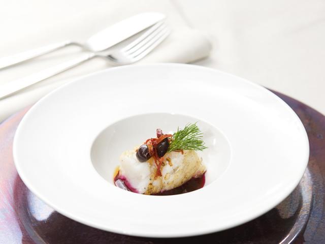 Baccalà confit a 55°, Succo di barbabietola, Olive taggiasche, Composta di Pomodoro e percezione di aneto