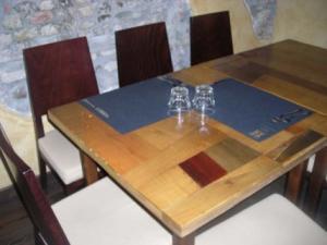 tavolo in primo piano