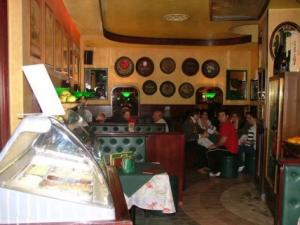ristorante pub New Music- vetrina dei gelati